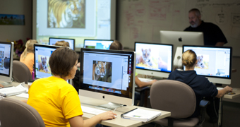 Professor Sternsher teaches a graphic design course in the design labs.