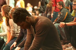 college students pray for Iraqi children