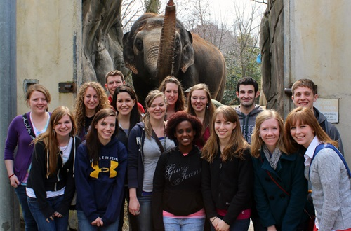 Members of Cedarville University's psychology organization, Psi Kappa Theta (PKT), visited the Cincinnati Zoo and learned about principles of psychology by interacting with various zoo animals. Photo courtesy of Crysta Hutchinson.