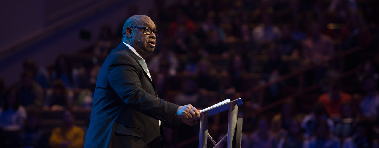 Rev. James D. Parker speaks in chapel at Cedarville
