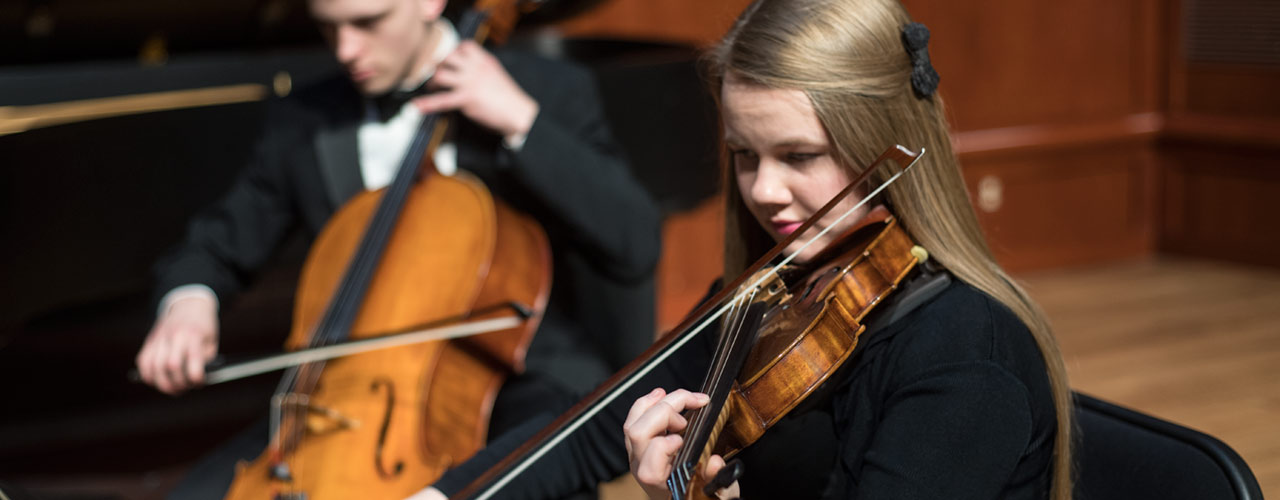 Student participates in orchestra at Cedarville