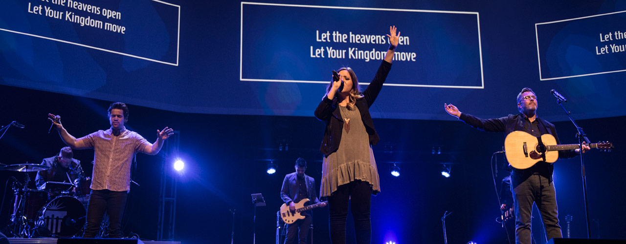 Worship during Cedarville chapel