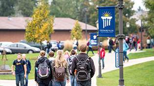 Students walking down the sidewalk on campus