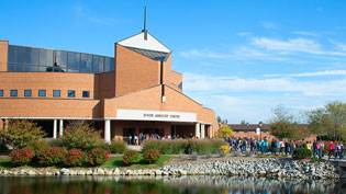 Students walking into Dixon Ministry Center