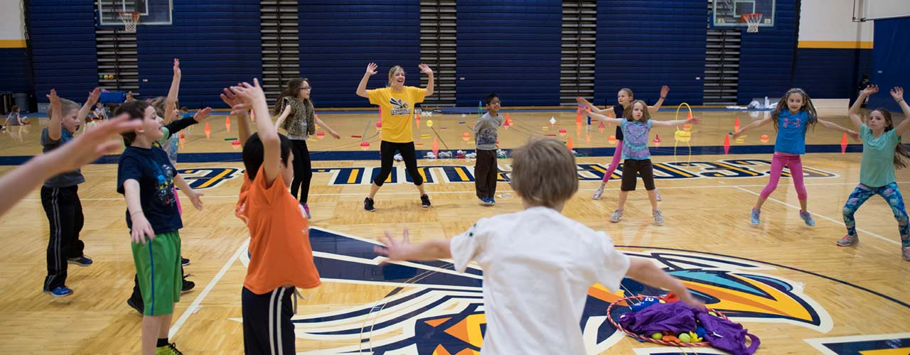 Cedarville students work with homeschool kids