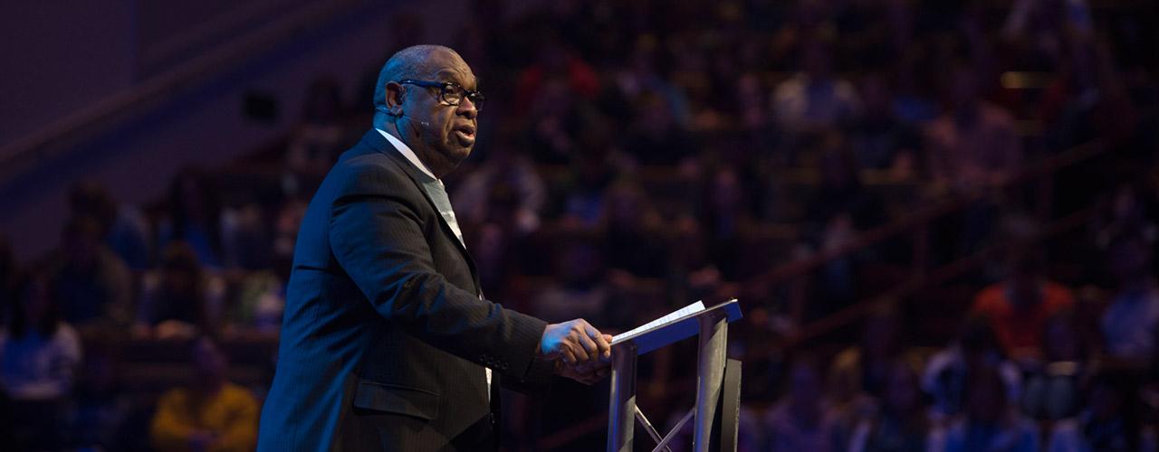 Rev. James D. Parker speaks in chapel at Cedarville