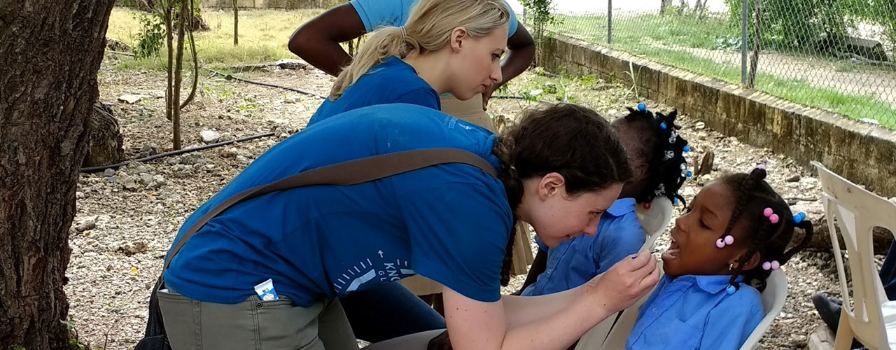 Cedarville pharmacy students in Dominican Republic
