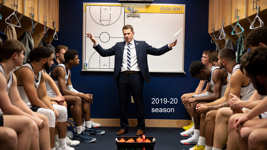 Yellow Jackets men's basketball coach Pat Estepp talking to his team in the locker room