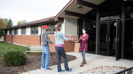 Jonathan and Christie Bitner delivering meals to Faith Hall Residence Director Miriam Olar