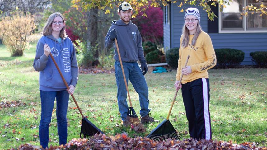 Cedarville Students Sarah Kigar, David Vanden Brink and Rose Raquet served during CU in the Community 2019.