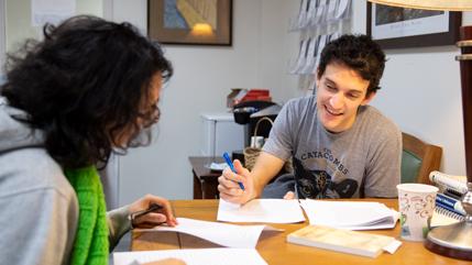 2017 alumnus David Grandouiller tutoring another student