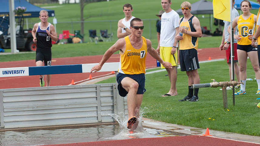 Dan Michalski competing in steeplechase at the 2015 G-MAC Championships