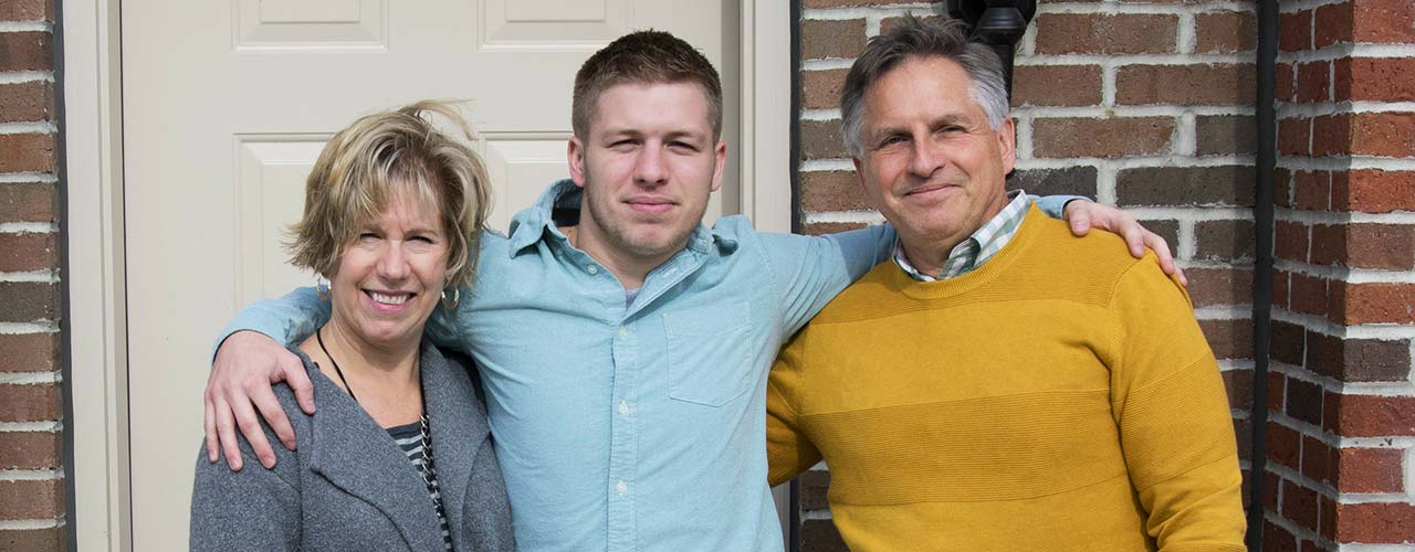Parents exchange a hug with their Cedarville student