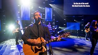 HeartSong leads Cedarville in worship